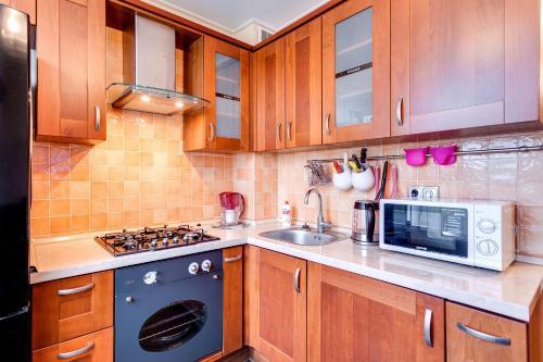 Кухня или мини-кухня в FortEstate Volgina 25