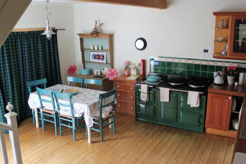 A kitchen or kitchenette at Centre Stables Luxury Self Catering Cottage