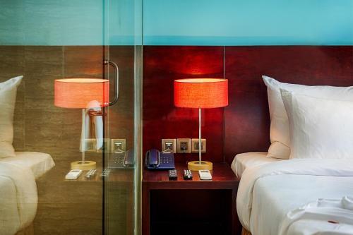 Ванная комната в Sofia Suite Hotel Danang