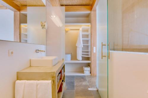 A bathroom at Monte Velho Equo-Resort
