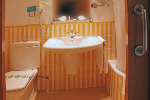 A bathroom at Hotel Tio Pepe