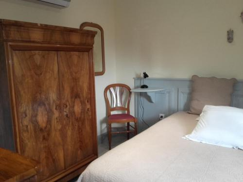 A bed or beds in a room at Gîte chez Marie-Sarah