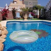 Adosado con jardin y piscina privada