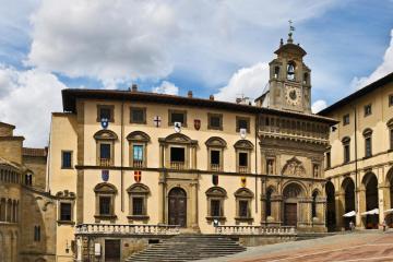 Arezzo: Noleggio auto in 1 luogo per il ritiro