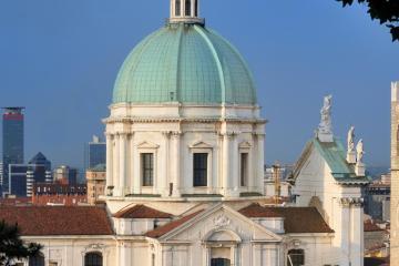 Brescia: Alquiler de coches en 4 lugares de recogida