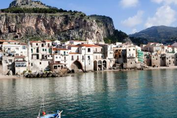 Cefalù: Car rentals in 1 pickup location