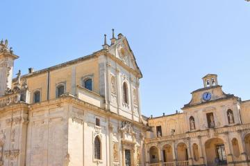 Lecce: Car hire in 2 pick-up locations
