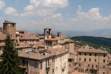 Perugia: Noleggio auto in 4 luoghi per il ritiro