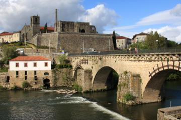 Barcelos: Car hire in 1 pickup location