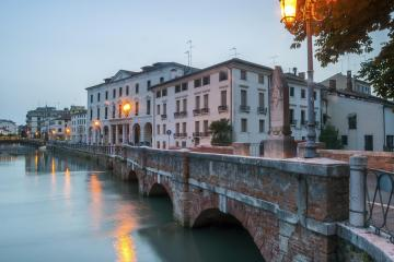 Treviso: Car hire in 2 pick-up locations