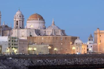 Cádiz: Car rentals in 2 pickup locations