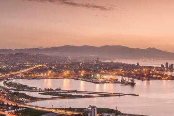 İzmir: 13 teslim alma konumunda araba kiralayın
