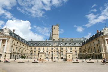 Dijon: Alquiler de coches en 7 lugares de recogida