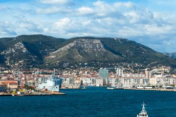 Toulon: Car rentals in 5 pickup locations