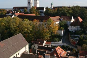 Freising: Car rentals in 1 pickup location