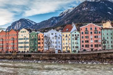 Innsbruck: Car hire in 2 pick-up locations