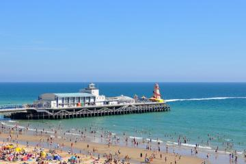 Bournemouth: Car rentals in 4 pickup locations