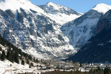 Telluride: Car hire in 4 pick-up locations