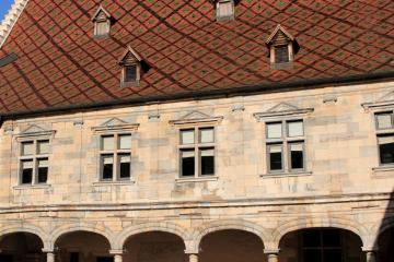 Besançon: Car hire in 2 pick-up locations