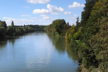 Cergy: Car hire in 2 pick-up locations