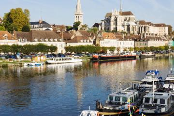 Auxerre: Car hire in 2 pick-up locations