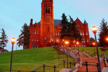 Syracuse: Car hire in 6 pick-up locations