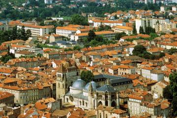 Cahors: Car hire in 2 pick-up locations