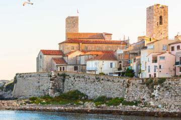 Antibes: Car hire in 2 pick-up locations
