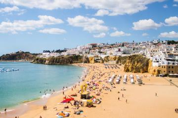 Albufeira: Car hire in 1 pickup location