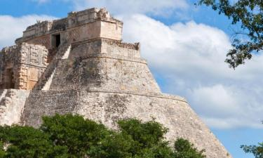Hotels with Pools in Uxmal