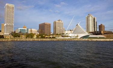 Hotels with Jacuzzis in Milwaukee