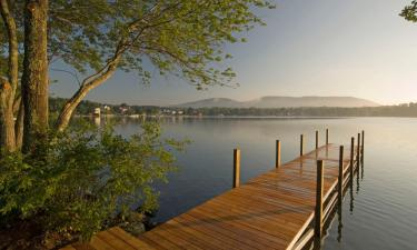 Hotels with Parking in Laconia