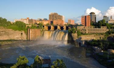 Hotels with Jacuzzis in Rochester