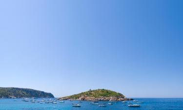 Hotels with Parking in Cala Serena