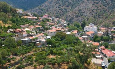 Hotels with Parking in Agros