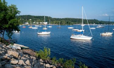 Hotels with Parking in Hudson