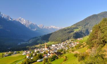 Hotels with Parking in Ramosch