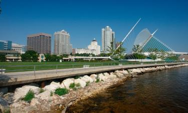 Pet-Friendly Hotels in Wauwatosa