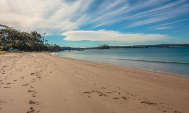 Hotels with Parking in Sunshine Bay