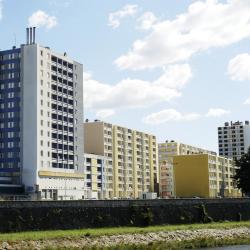 Alès 3 hotels with a jacuzzi