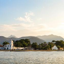 Paraty 211 hotels with pools