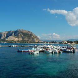 Mondello 6 hotels with a jacuzzi
