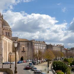 Magnac-sur-Touvre 2 hotels