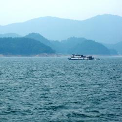 Jezero tisíce ostrovů 57 hotelů