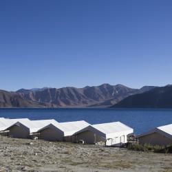 Spangmik 3 luxury tents