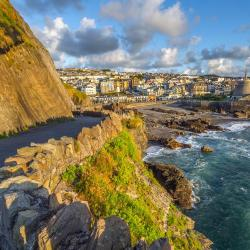 Ilfracombe 7 hotels with a jacuzzi