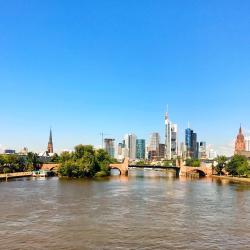 Frankfurt 5 hotels with a jacuzzi