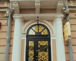 Acapella on Vosstaniya Square