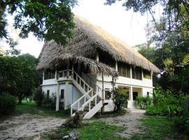 Chaab'Il B'e Lodge & Casitas, lodge in Punta Gorda