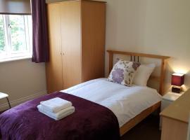 Livingston 4 bedroom townhouse, hotel in Livingston
